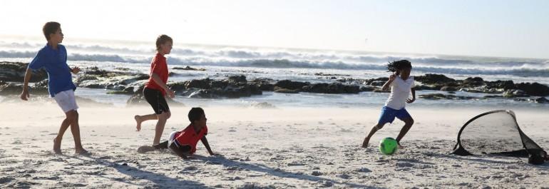 Play Everywhere: voetballen op het strand met de Kage